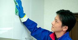 照明器具・キャビネット・吊戸棚、収納庫表面などをお掃除します。